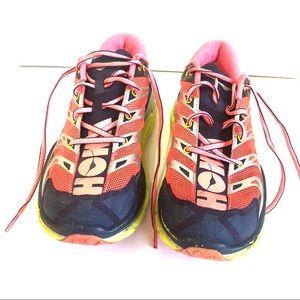 Hoka one one speedgoat women shoe. Pink. Size 9